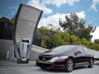 Is this the face of our automotive future? Honda's next generation solar hydrogen station prototype, pictured with the 2011 Honda FCX Clarity. (&amp;copy;Honda)