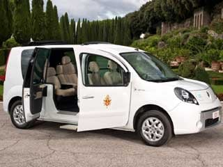 The Papal edition of the Renault Kangoo Z.E. (©Renault Italie)