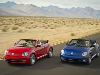 A pair of 2013 Beetle Convertibles (©Volkswagen of America, Inc.)